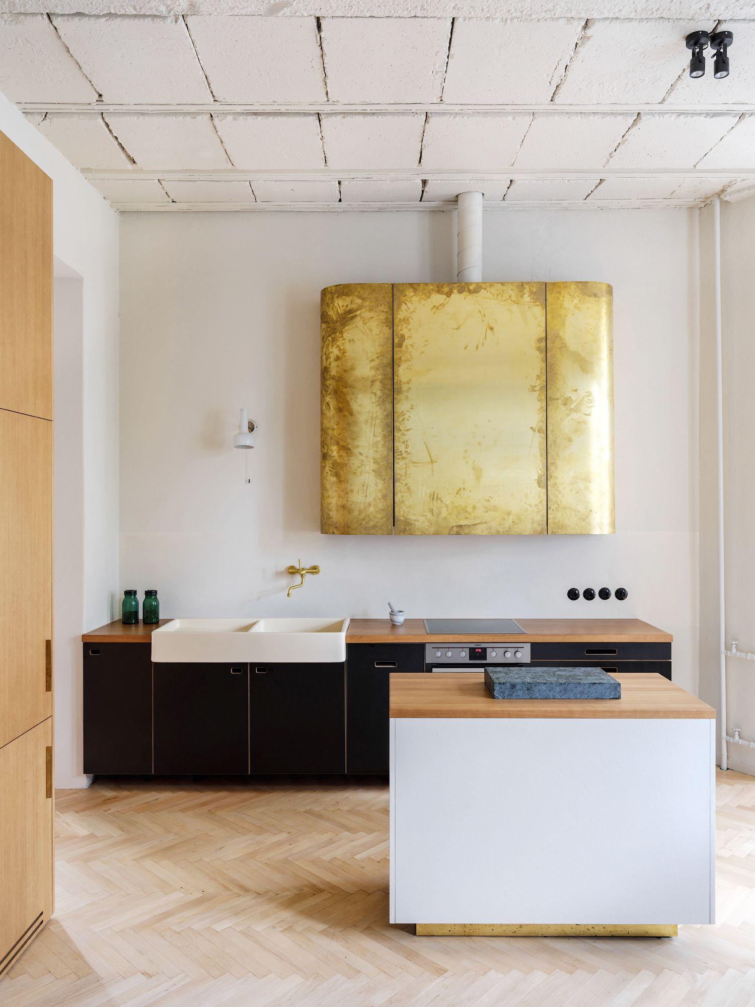 Tủ bếp tối giản được bố trí linh hoạt